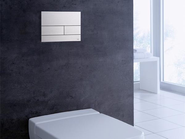 Placca di azionamento wc TECEsquare – struttura extra-piatta e installazione semplice