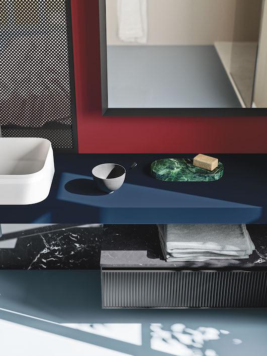 Classic Blue, il colore Pantone 2020 risalta sui mobili Arbi Arredobagno